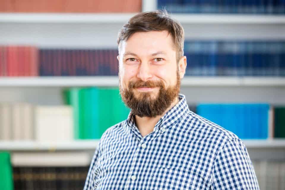 Dr. Egemen Özbek