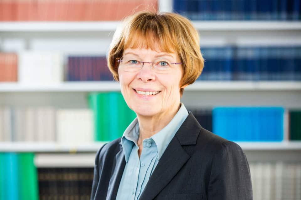Dr. Louise Röska-Hardy