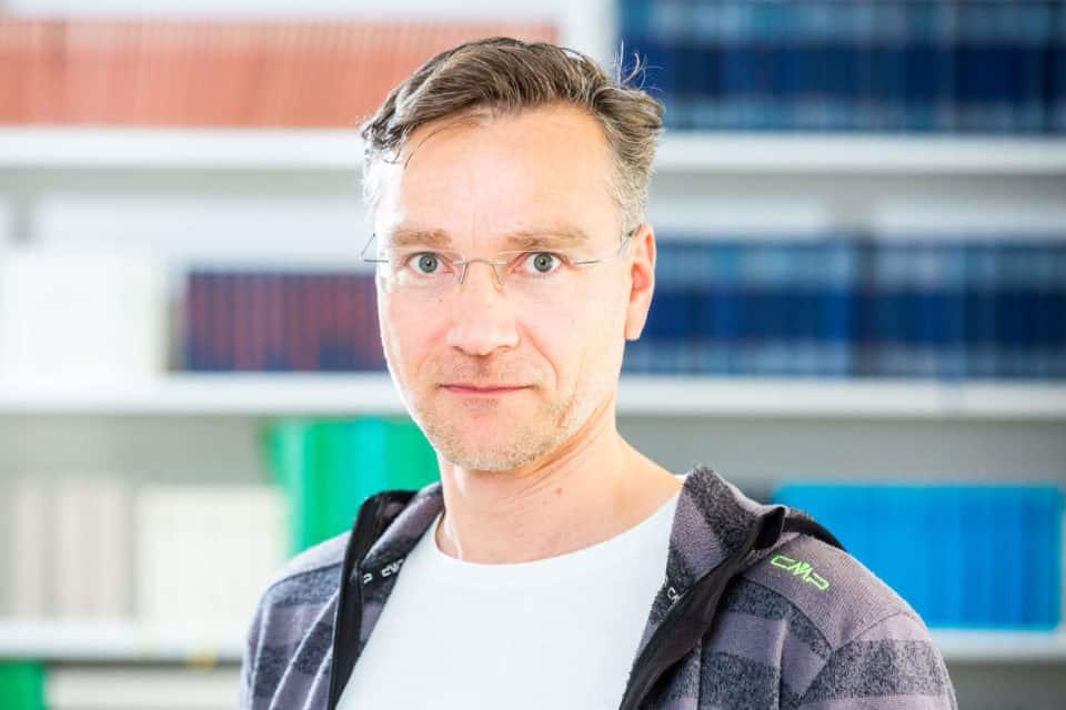 Dr. Oliver Stengel