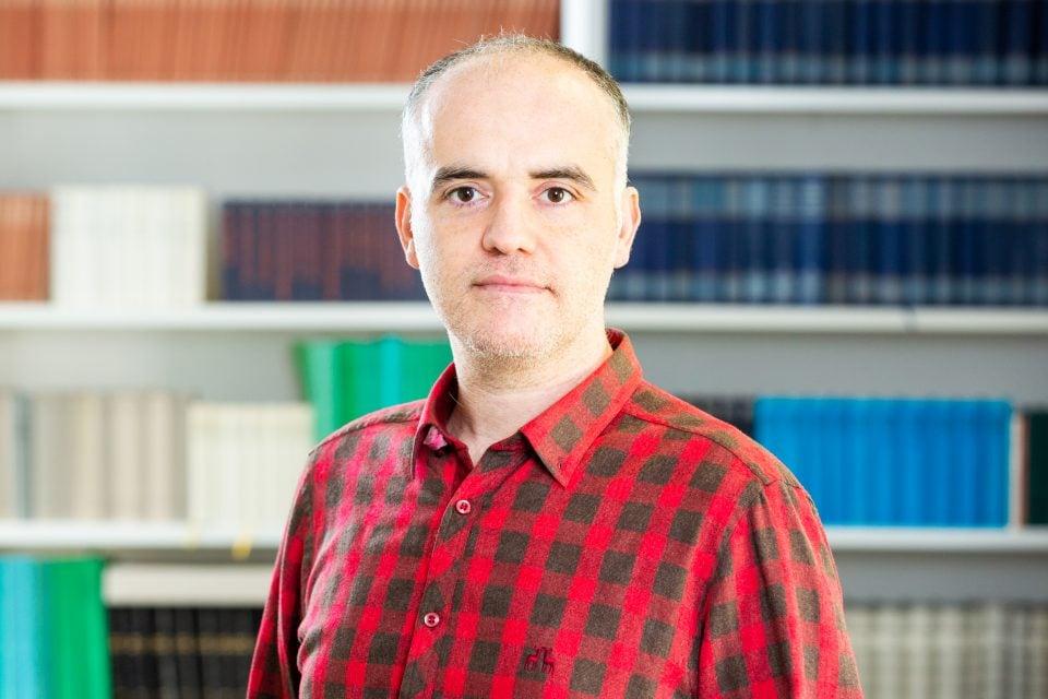 Dr. Aras Ergünes