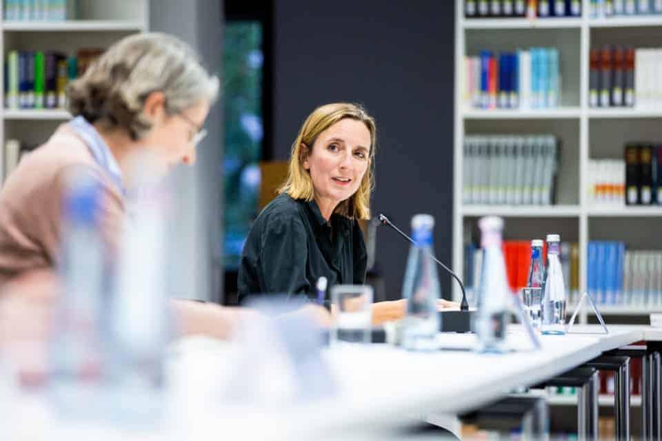 Pferdemädchen: Anja Schwanhäußer und Jenny Friedrich-Freksa im Gespräch