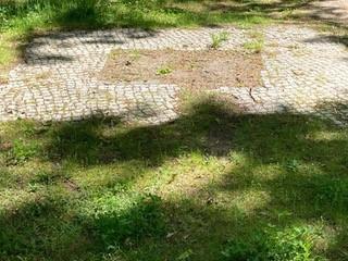 """Berlin, Leuchtenbergstraße - ehemaliger Standort der Skulptur """"Hockende N*"""" von Arminius Hasemann. © Christiane Kruse"""