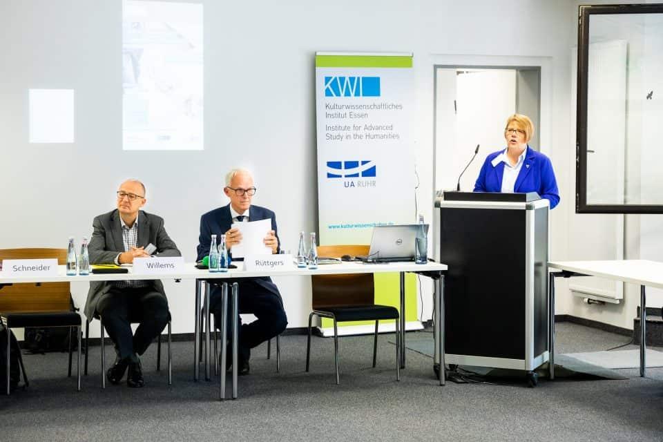 "Workshop ""Kulturen des Kompromisses"" im KWI 2019 (v.l.n.r.): Ulrich Willems (WWU), Gastredner Jürgen Rüttgers, Ute Schneider (UDE) © KWI, Foto: Eventfotograf.in"